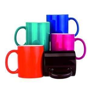 Krāsainas krāsu mainošas krūzītes<br>Tilpums: 330 ml